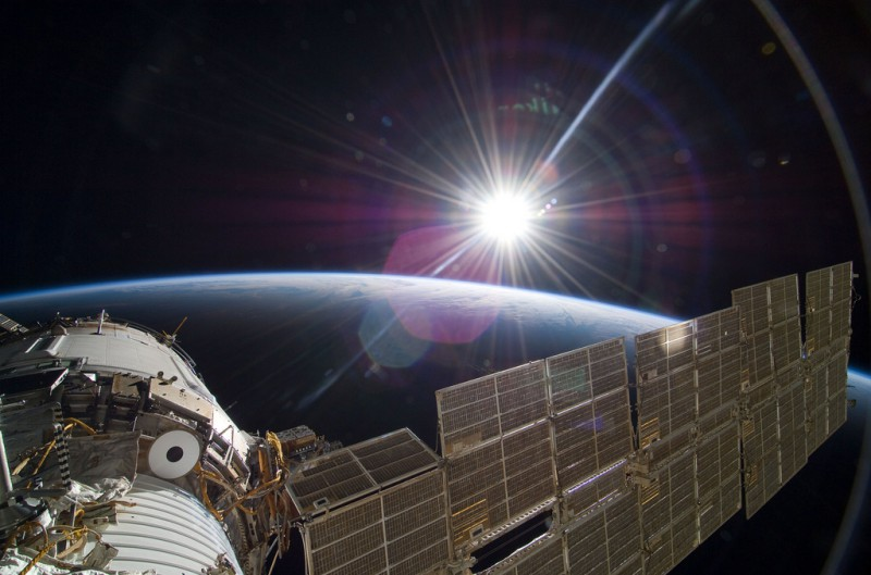 NASAs Real Gravity - Sun Over Earth (NASA, International Space Station Science, 11:22:09)
